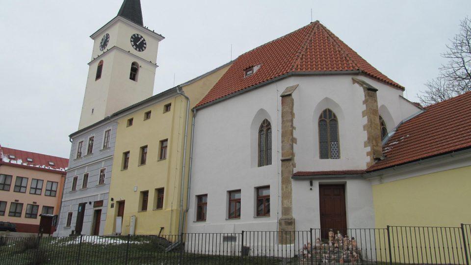 Bývalý kostel Filipa a Jakuba slouží dnes jako obřadní síň, muzeum, kavárna, Infocentrum a zvonice Velešína