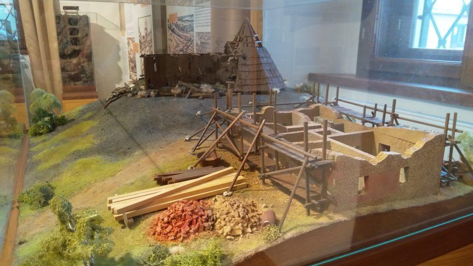 Expozice Hornického muzea v Rudolfově u Českých Budějovic nabízí k vidění i modely dobových pracovišť horníků