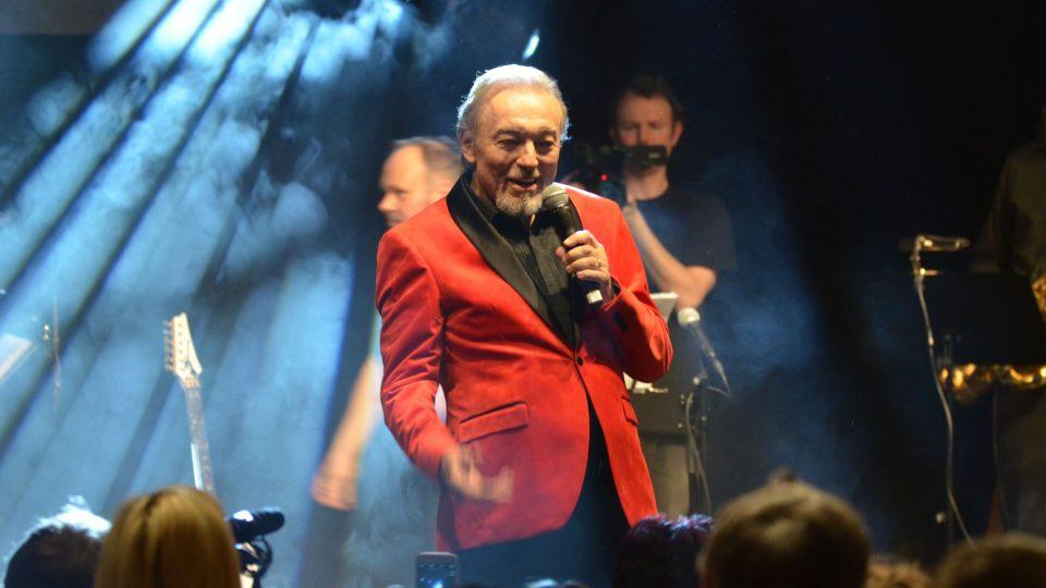 Karel Gott vystoupil v sobotu ve sportovní hale v Příbrami