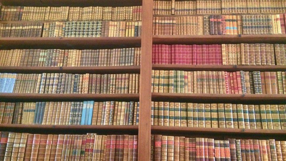 knihovna_cita_na_24000_knih.jpg