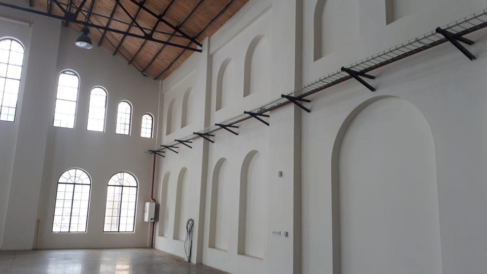 Zazděná původní okna a dveře strojovny kladenské Vojtěšské huti, které vedly do vedlejší dnes již neexistující budovy