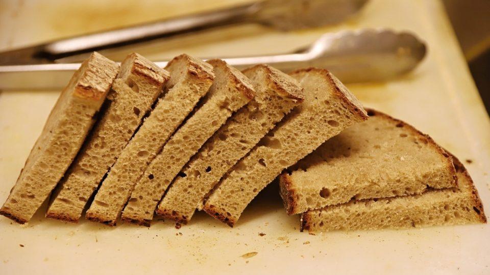 Na topinky si připravíme kvalitní chléb