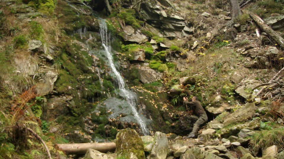 Závojový vodopád patří k nejkrásnějším v Krkonoším. Aby si svou pověst udržel, potřebuje dostatek vody, která mu letos chyběla