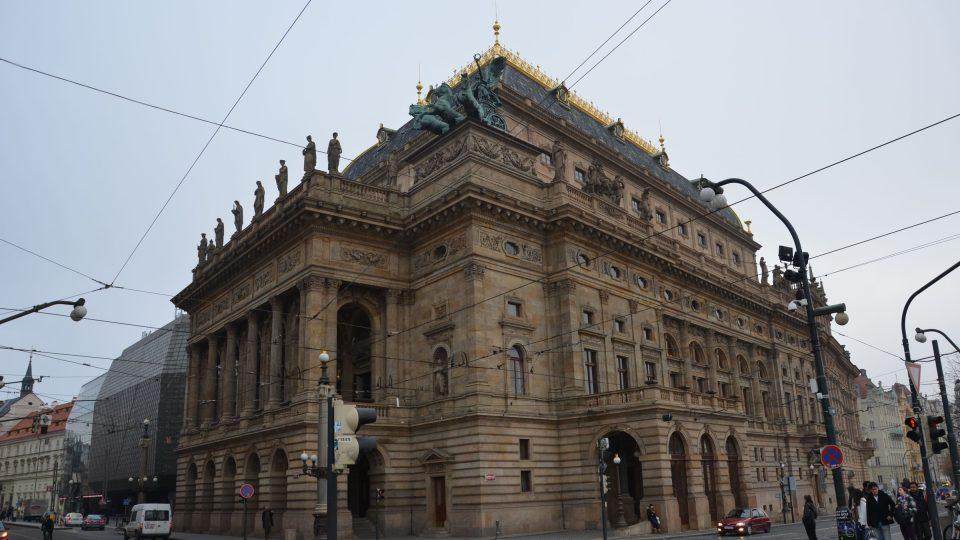 První varhany byly v historické budově ND postaveny u příležitosti druhého otevření