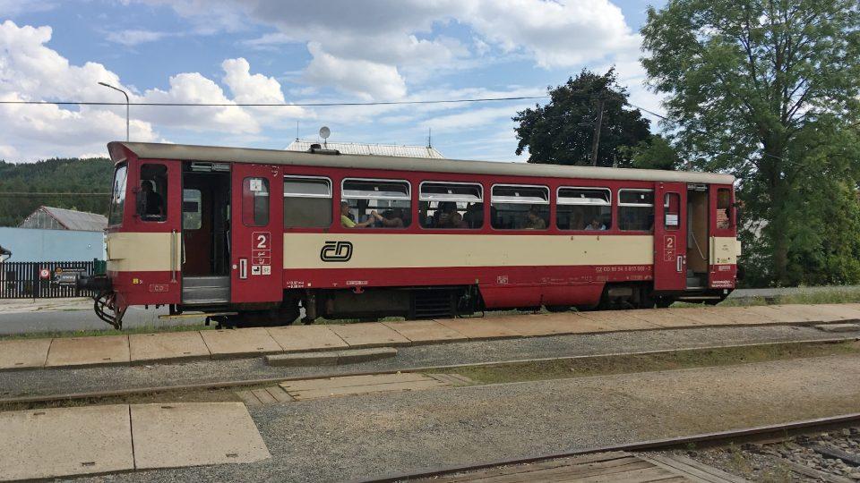 Osobní vlak míří do bývalého protektorátu