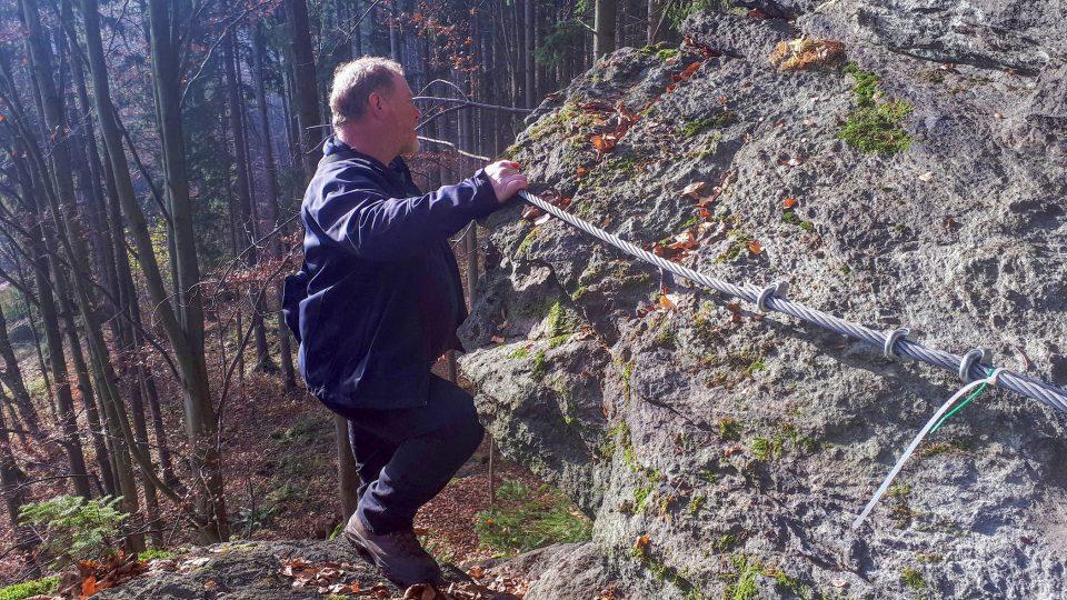 Obnovit starou cestu skalami v Ludvíkově bylo dětským snem horolezce Daniela Krzywoně