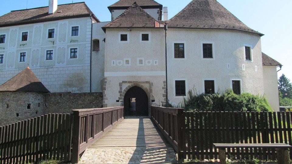 Potomci rodu Buquoyů využívali hrad v Nových Hradech až do roku 1945 jen jako hospodářské zázemí a bydliště personálu. Sami bydleli na nedalekém zámku. Dnes je ale paradoxně na hradě k vidění z velké části především mobiliář z novohradského zámku