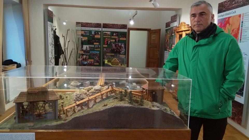 Takto vypadalo v historii přečerpávání vody z důlních šachet. Ukázka expozice Hornického muzea v Rudolfově u Českých Budějovic