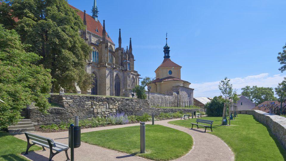 Rekonstrukce okolí chrámu sv. Bartoloměje v Kolíně trvala dva roky