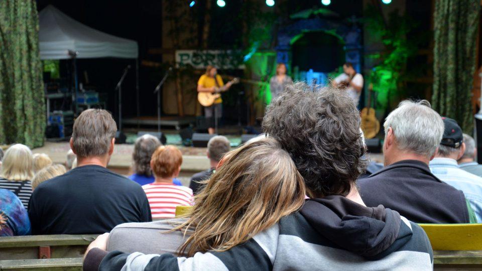 Atmosféra na festivalu Porta v Řevnicích