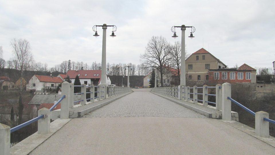 Konstrukce mostu působí dodnes svěže a moderně i po devadesáti letech od dostavění