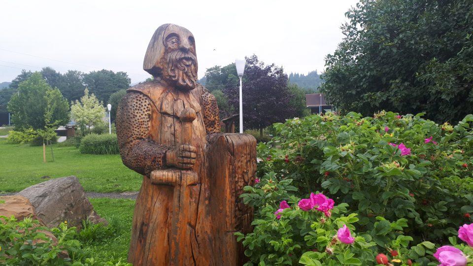 Belko sice není skutečná historická postava. Jeho sochu si ale můžete prohlédnout v centru Hrádku