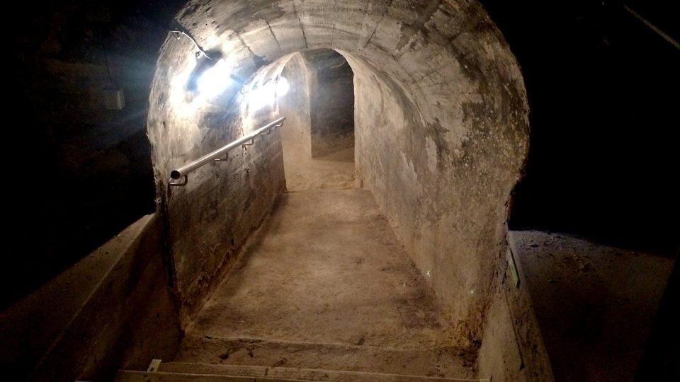 Podzemí pod budovou staré radnice a soudu vede hluboko