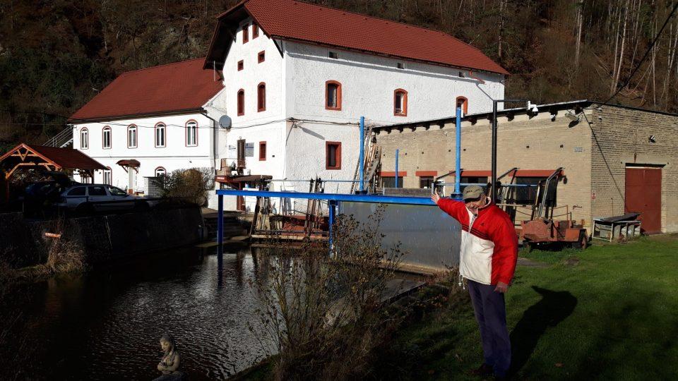 Elektroskanzen Čechův mlýn vybudoval Petr Čech. Elektřinu zde před sto lety využíval už jeho dědeček Václav Čech