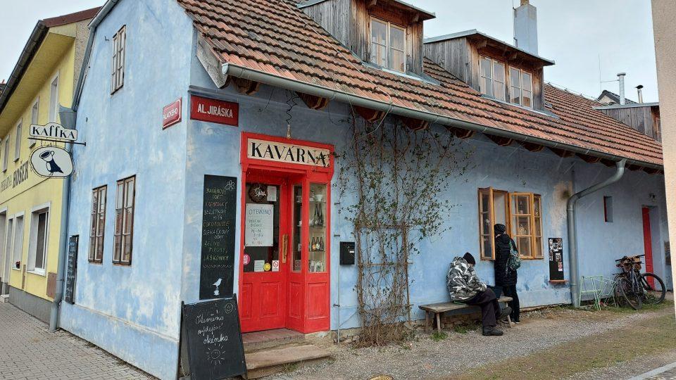 Rodinná kavárna Kaffka v Novém Strašecí upoutá svým originálním pojetím