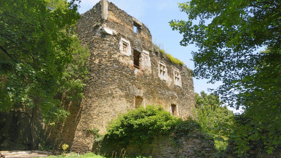Průčelí mladšího hradu