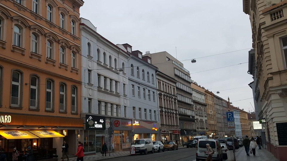 První obchodní dům firmy Brouk a Babka v Praze na Letné, vlevo se světle modrou fasádou