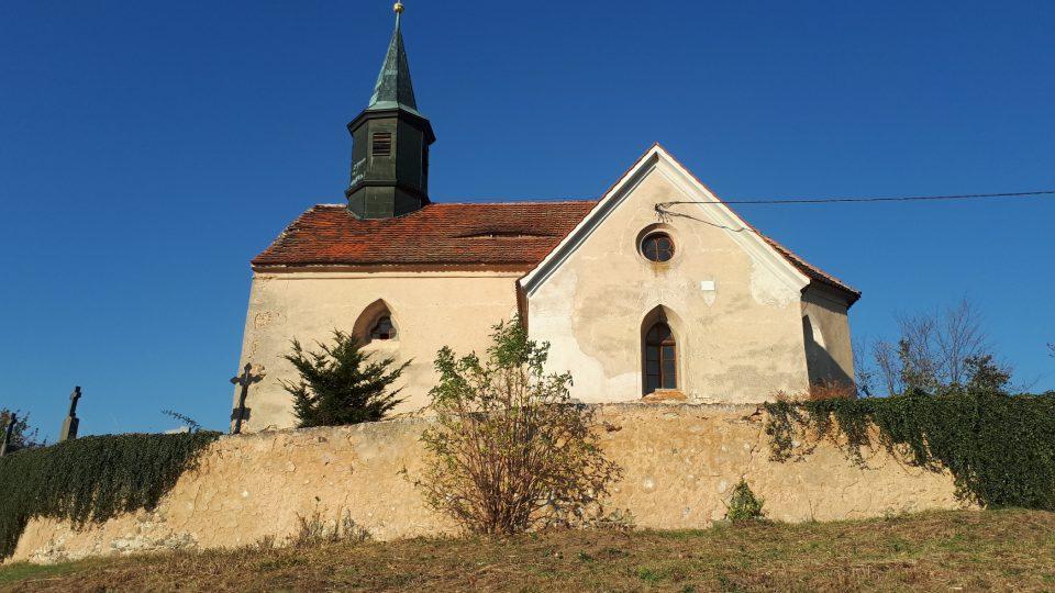 Chvojínek kostel