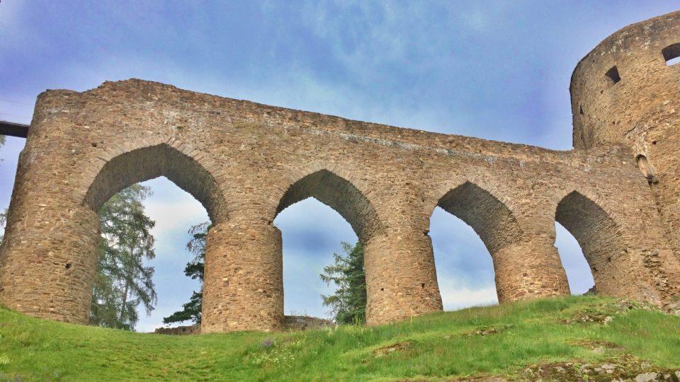 Kamenný obloukový most