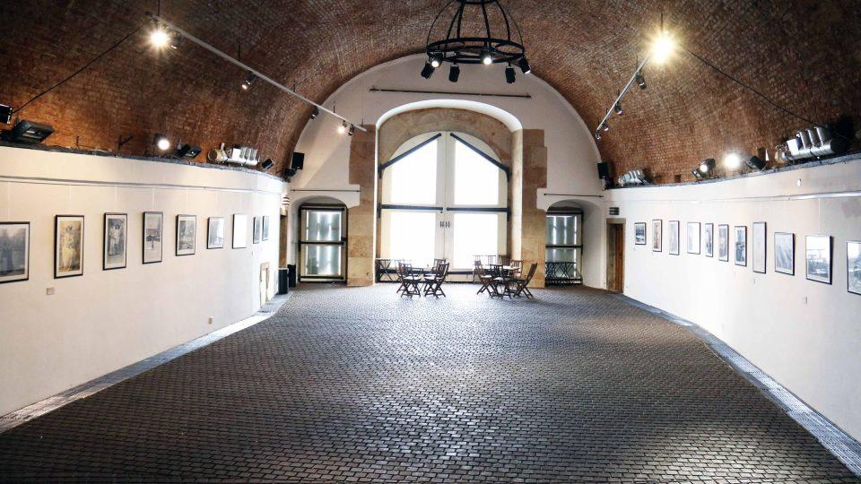 Ve dvoraně Písecké brány se konají výstavy, koncerty, svatební obřady a podobně