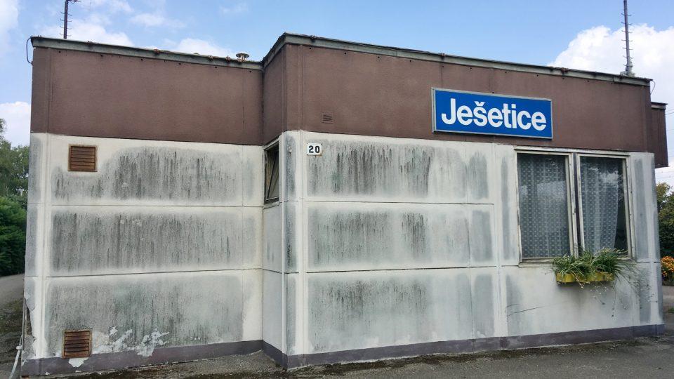 Zanikající nádraží Ješetice