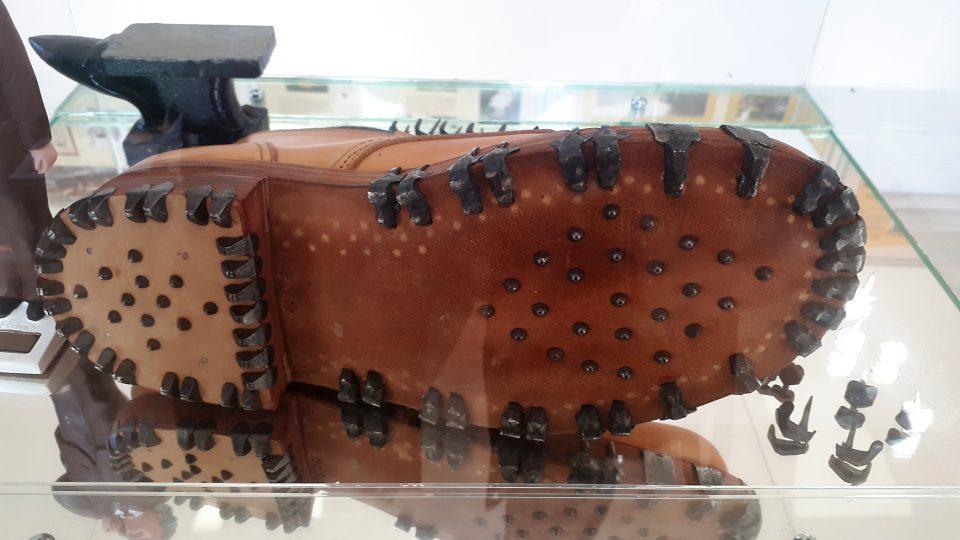 Replika boty s cvočkami