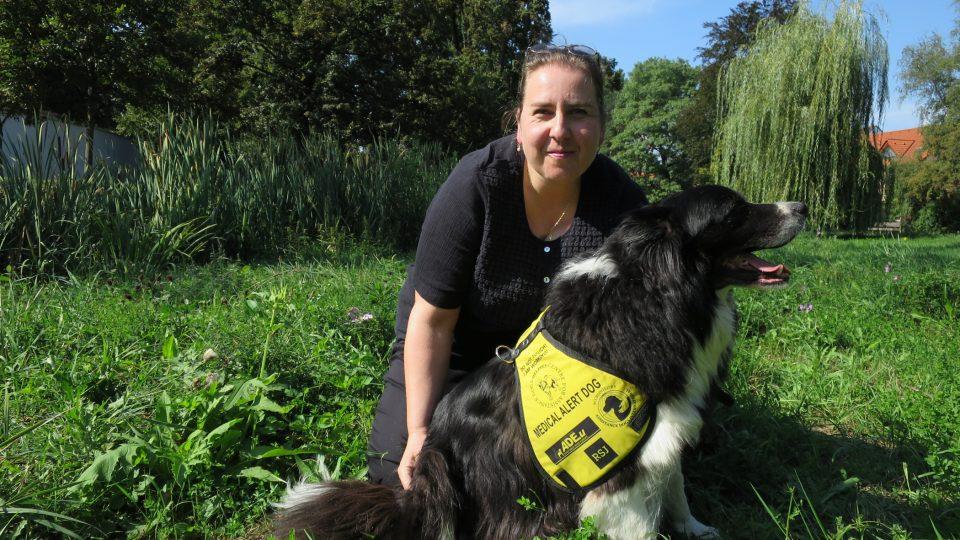 Marie Macková se svým psím asistentem