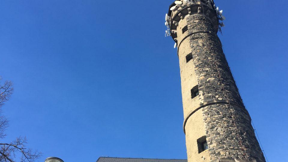 Rozhledna Svatobor je vysoká 32 metrů