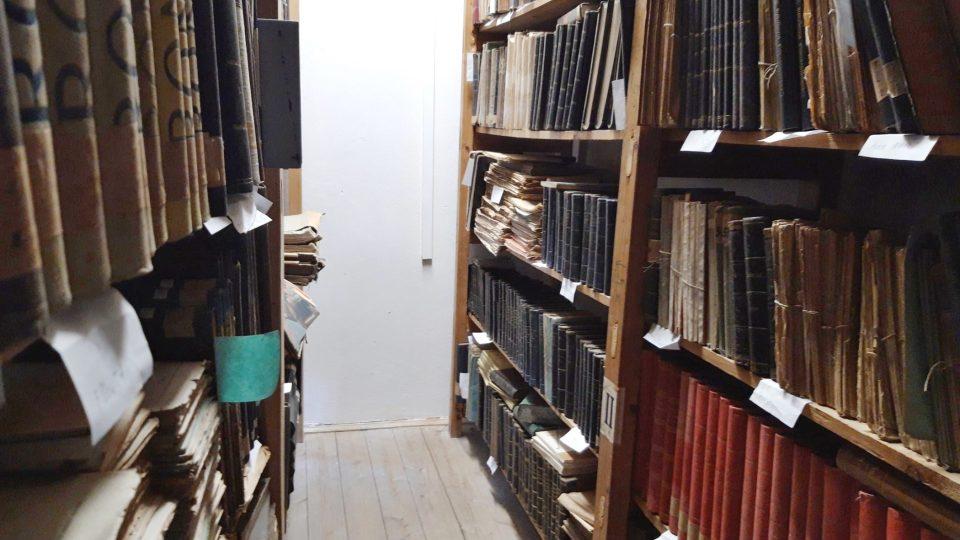 I v horkých dnech musí být v archivu chladno. Staré knihy jsou citlivé na okolní prostředí