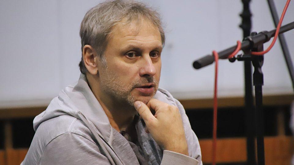 Igor Chmela hraje v seriálu Sestřičky anesteziologa a primáře