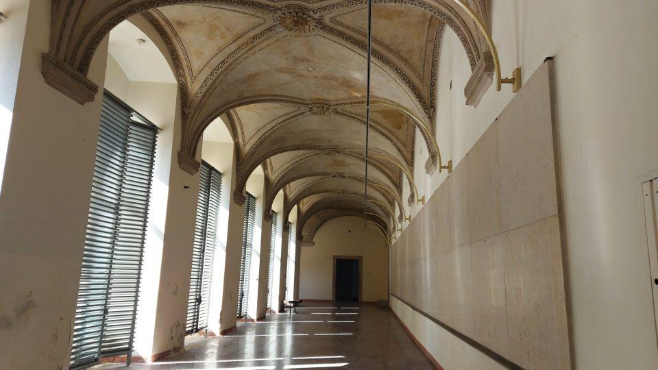 Svatojiřský klášter - interiéry. V současné sobě je areál z důvodu oprav a nutné rekonstrukce uzavřen