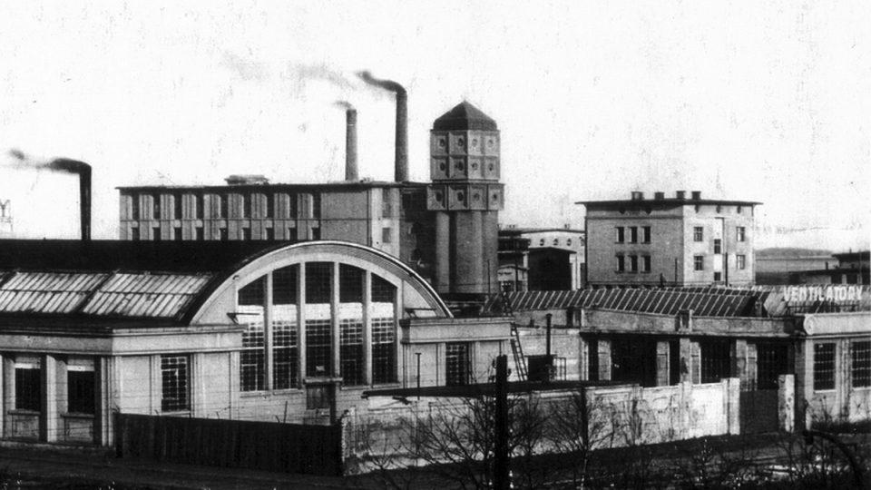 30. léta, továrna Podhajský a v pozadí Hostivařské ateliéry