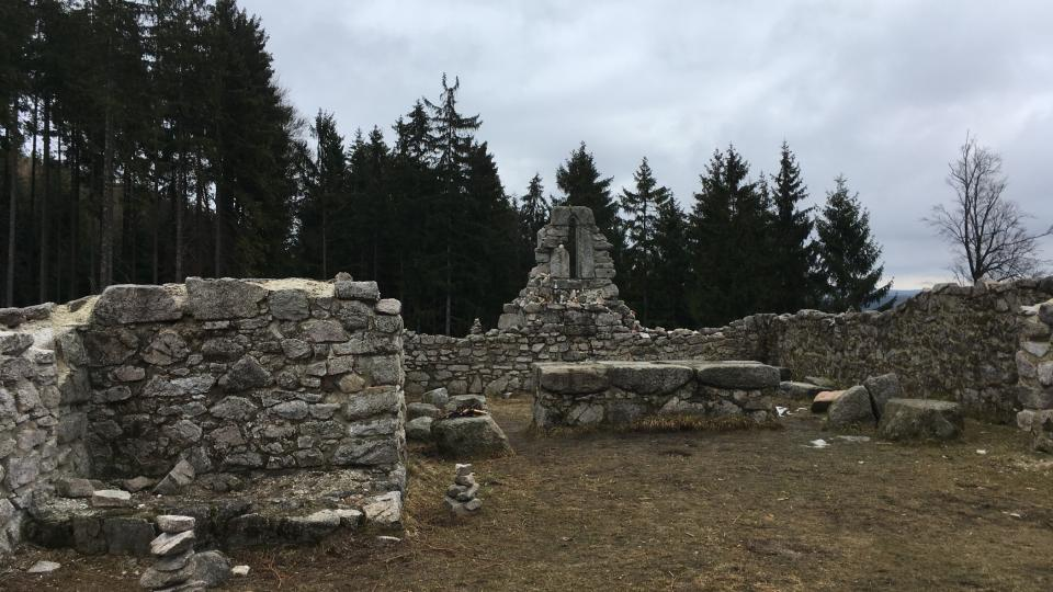 Zbytky kostela sv. Mikuláše