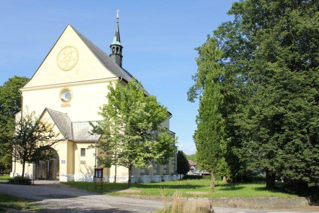 Rovensko pod Troskami - kostel svatého Václava