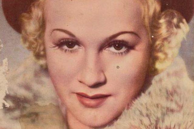 Dvorní manekýnou módního salónu Rosenbaum se stala herečka Adina Mandlová.