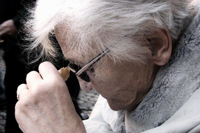 Alzheimerovou chorobou trpí stále více lidí (ilustrační foto)