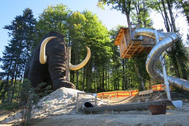 Ústí tzv. chobogánu, skluzavky, která vede choborem mamuta